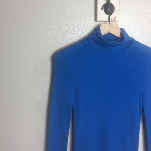 ANN TAYLOR • Blue Long Sleeve Turtle Neck Blouse
